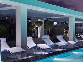 דק סינטטי בתל אביב  Poly House Hotel